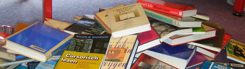 boeken op de grond
